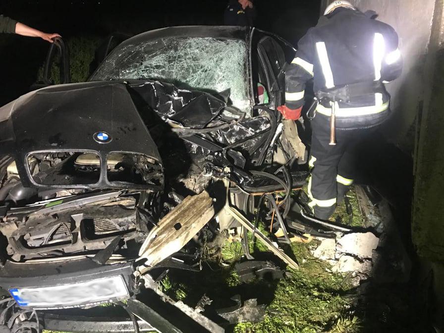 Вечернее ДТП на Николаевщине: машина – в хлам, трое пострадавших (ФОТО) 1