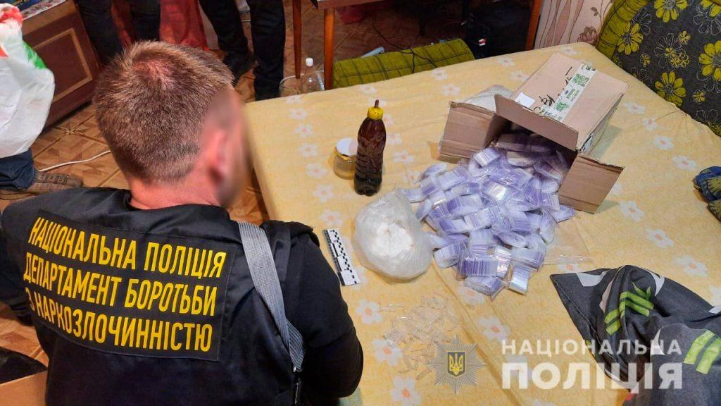 Метадон и опий на 3,5 млн.грн.: николаевские правоохранители задержали группировку наркодилеров (ФОТО, ВИДЕО) 21