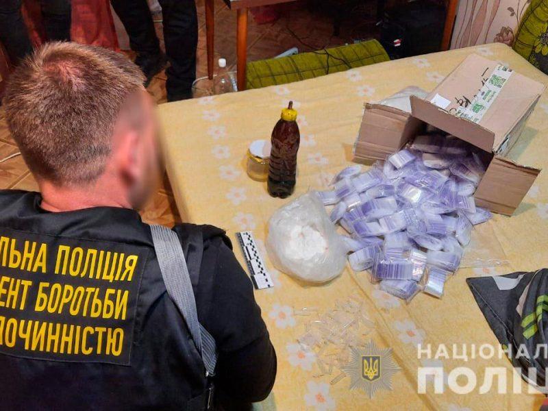 Метадон и опий на 3,5 млн.грн.: николаевские правоохранители задержали группировку наркодилеров (ФОТО, ВИДЕО)