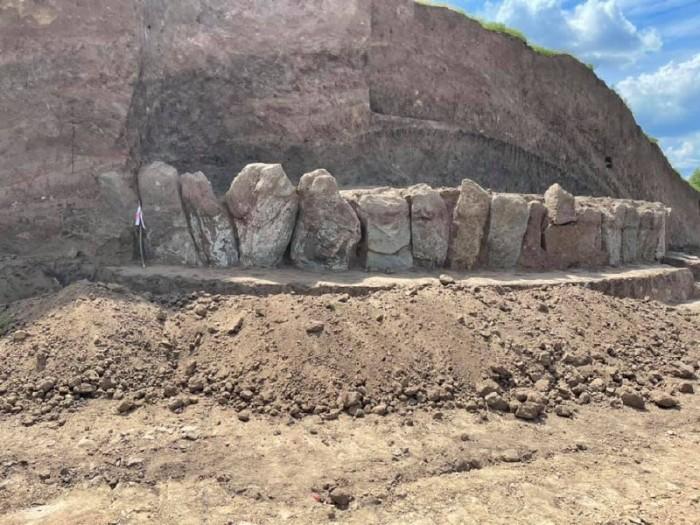 На строительстве дороги Н-31 обнаружен древний гигантский кромлех, старше египетских пирамид