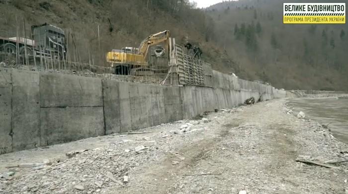 Самую высокую подпорную стенку в 6 м возвели дорожники в Карпатах (ФОТО, ВИДЕО)