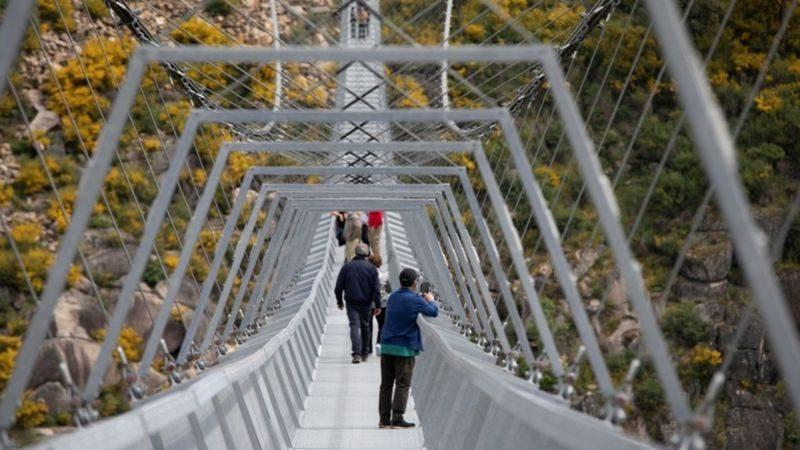 Самый длинный подвесной мост в мире построили в Португалии (ФОТО, ВИДЕО)