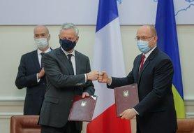 Украина и Франция подписали четыре соглашения на 1,3 миллиарда евро: локомотивы, пожарные машины, водоснабжение