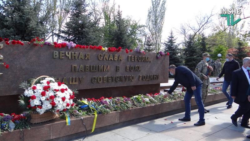 День победы над нацизмом в Николаеве: возложение цветов и мотопробег байкеров «Победа одна на всех» (ФОТО, ВИДЕО) 33