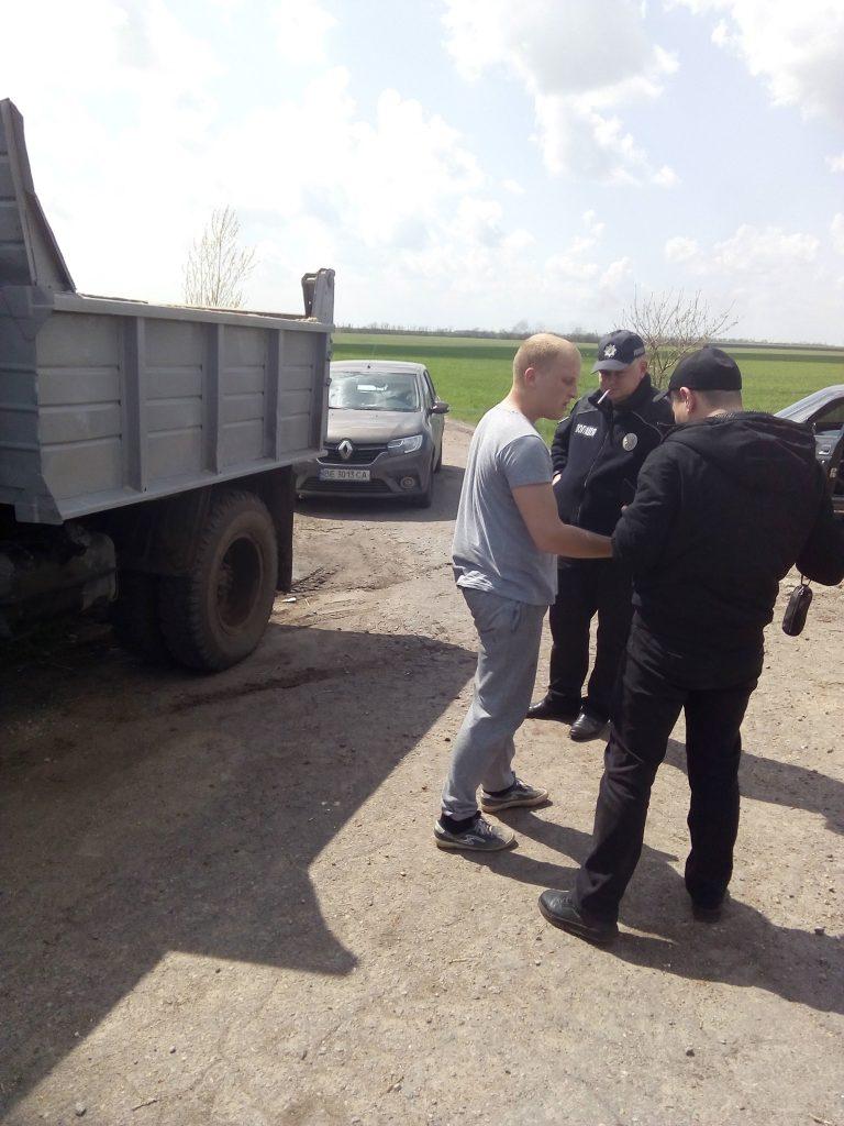 На Николаевщине после погони задержали грузовик с песком из незаконного карьера (ФОТО, ВИДЕО) 5