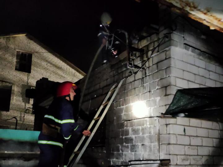 Ночью в Баштанке на рынке загорелся киоск (ФОТО)