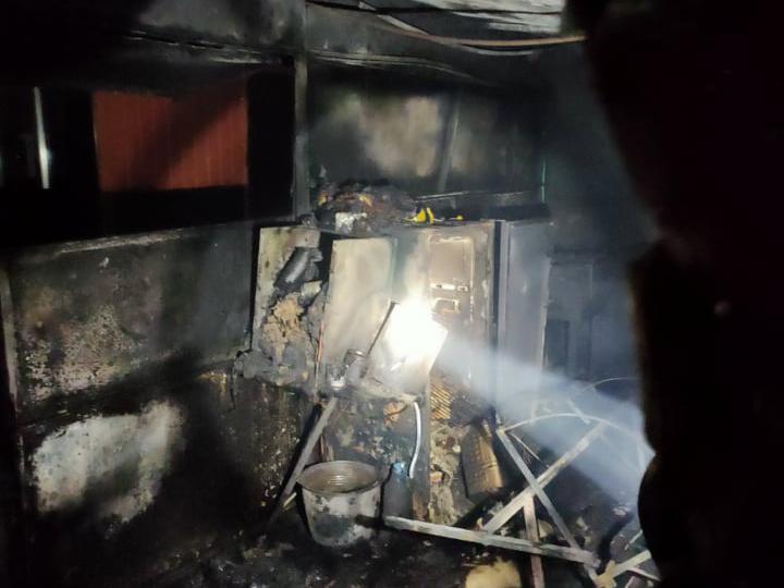 Ночью в Баштанке на рынке загорелся киоск (ФОТО) 3
