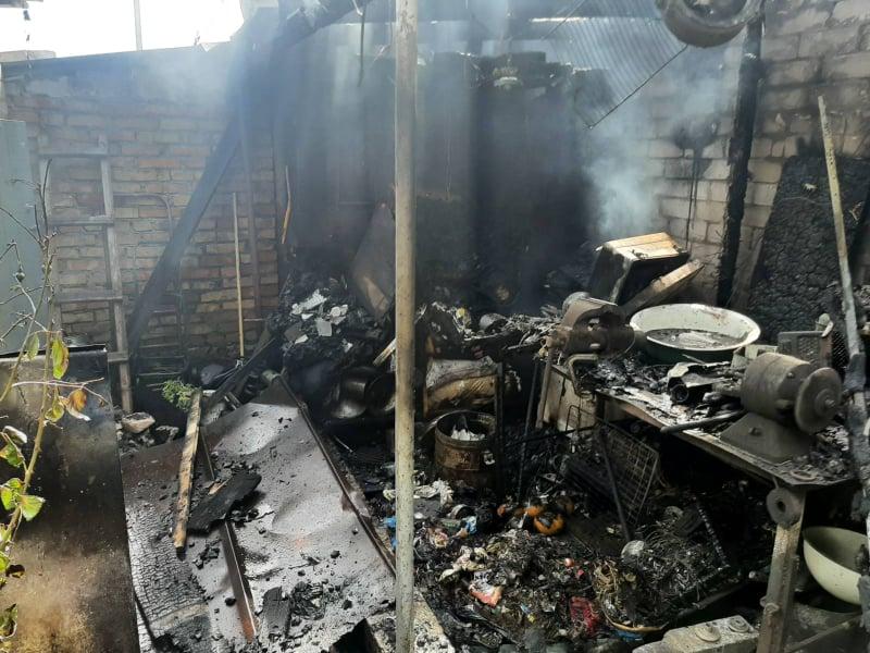 В Мешково-Погорелово горела хозпостройка (ФОТО) 5