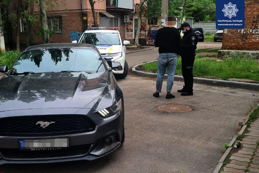 В Николаеве патрульные оштрафовали и отобрали права у дрифтовавшего на «Мустанге» водителя (ФОТО) 3