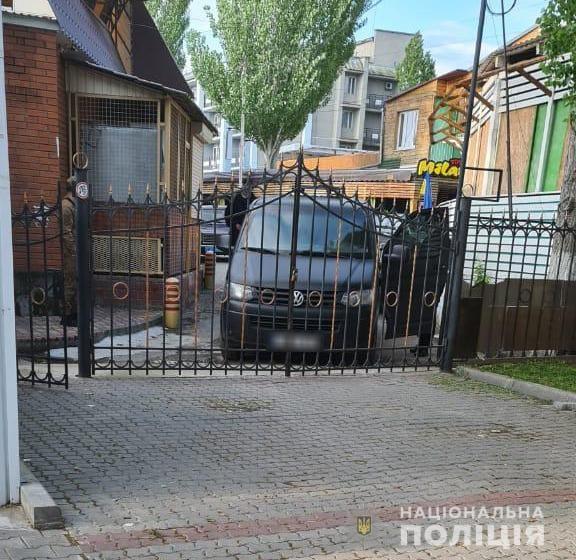 Очередной конфликт между собственниками на Николаевщине: неизвестные люди захватили базу отдыха в Коблево (ФОТО)