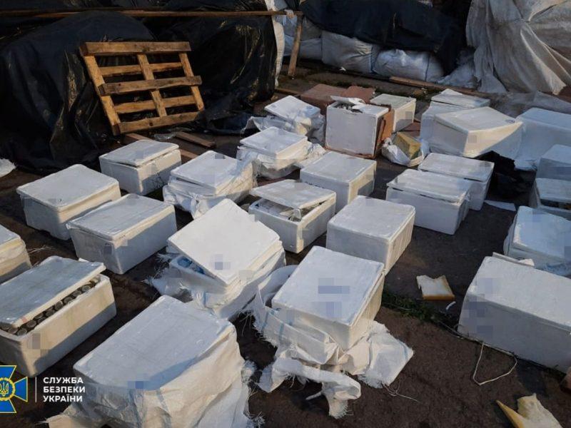 Рекордная контрабанда в Николаев из Турции: помимо одежды и обуви, под грузом с цементом были и наркотики (ФОТО)