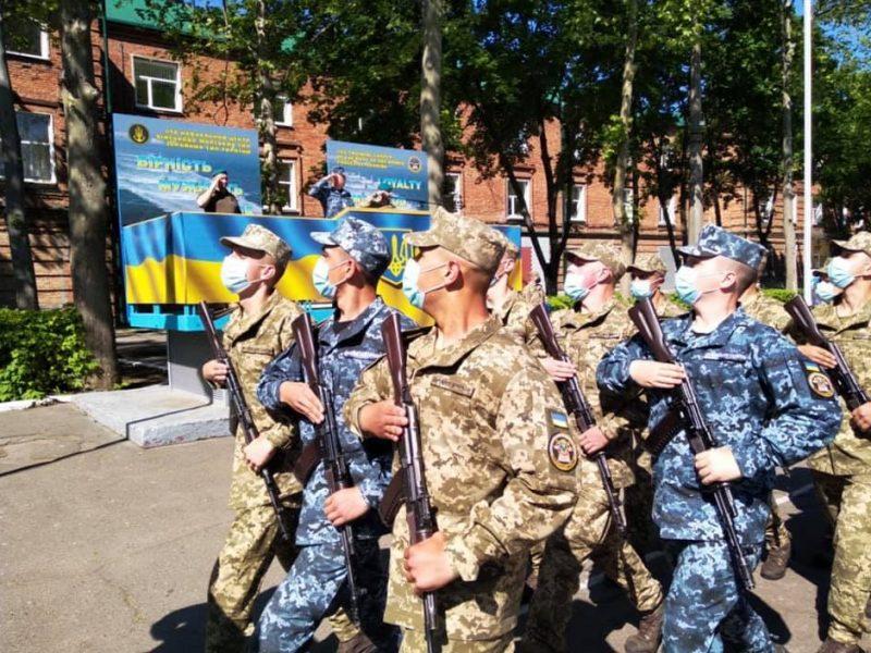 В Николаеве на верность украинскому народу присягнули более 165 матросов-«срочников» (ФОТО)
