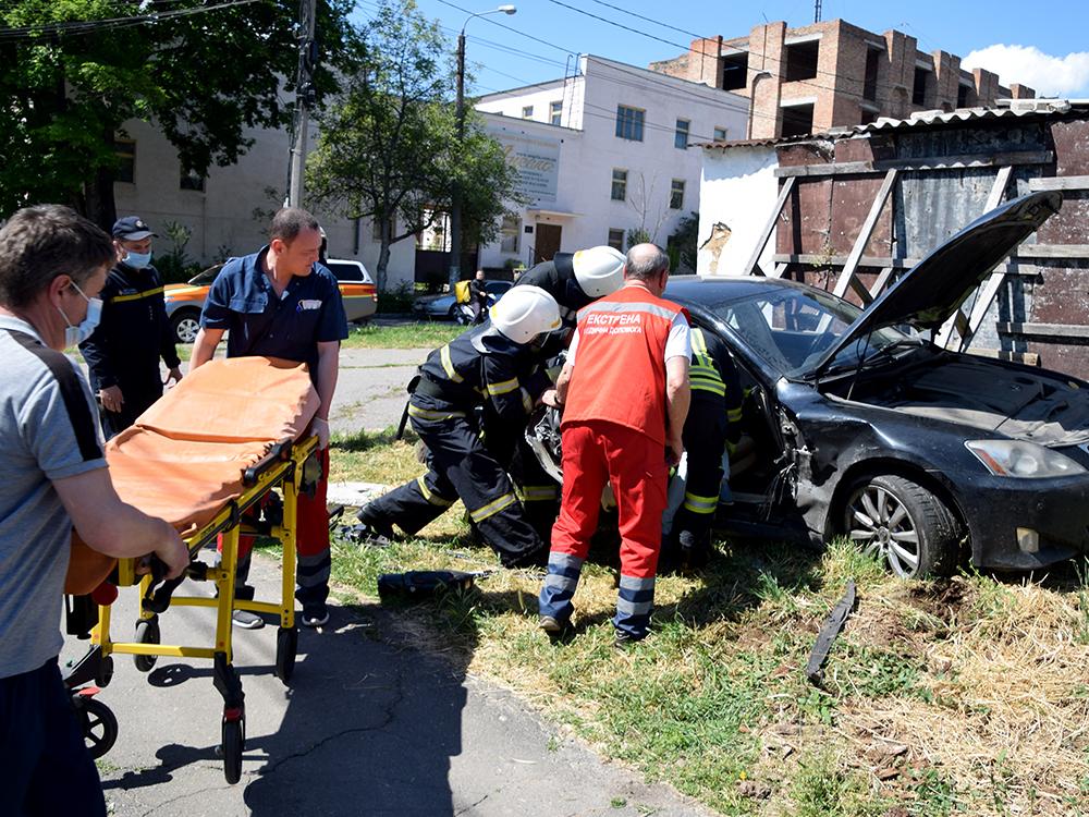 ДТП в центре Николаева: спасатели доставали женщину-водителя из покореженного авто (ФОТО, ВИДЕО) 5