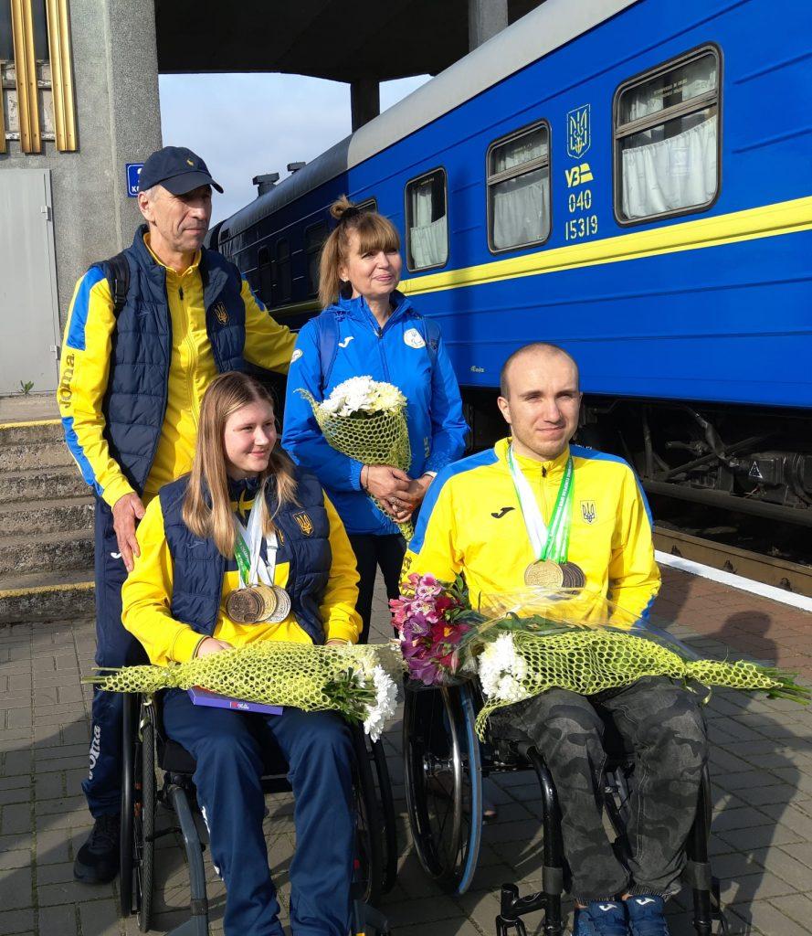 В Николаеве встретили пловцов-паралимпийцев, завоевавших на чемпионате Европы 7 медалей (ФОТО) 3