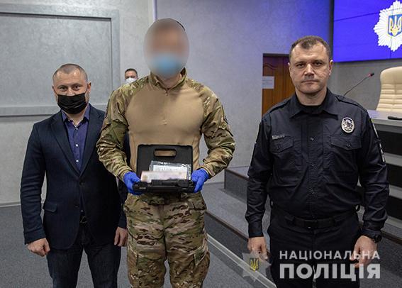 Николаевские спецназовцы КОРД, задержавшие и разоружившие доманевского душегуба, получили из рук главы Нацполиции наградное оружие (ФОТО) 1
