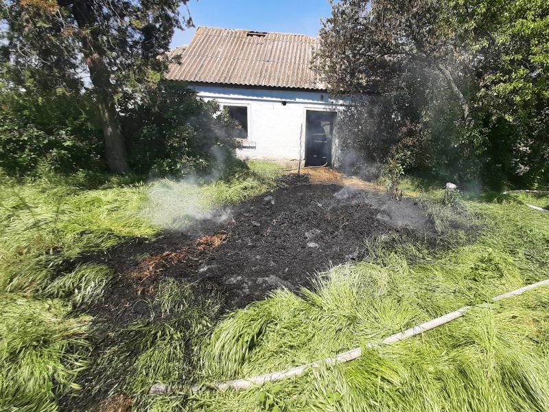 В Баштанском районе сгорело неэксплуатируемое жилое здание с 1,5 тоннами соломы (ФОТО)