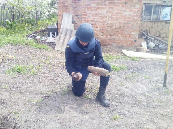 В Первомайском районе в один день нашли два артснаряда и гранату (ФОТО) 5