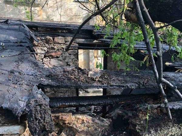 В Николаеве за сутки дважды тушили заброшенные постройки (ФОТО) 3