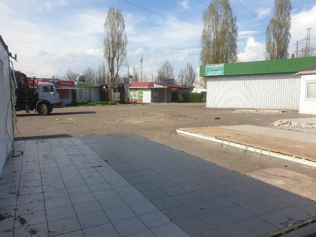 У вещевого рынка на «треугольнике» у автовокзала в Николаеве сносят незаконно установленные киоски (ФОТО) 3