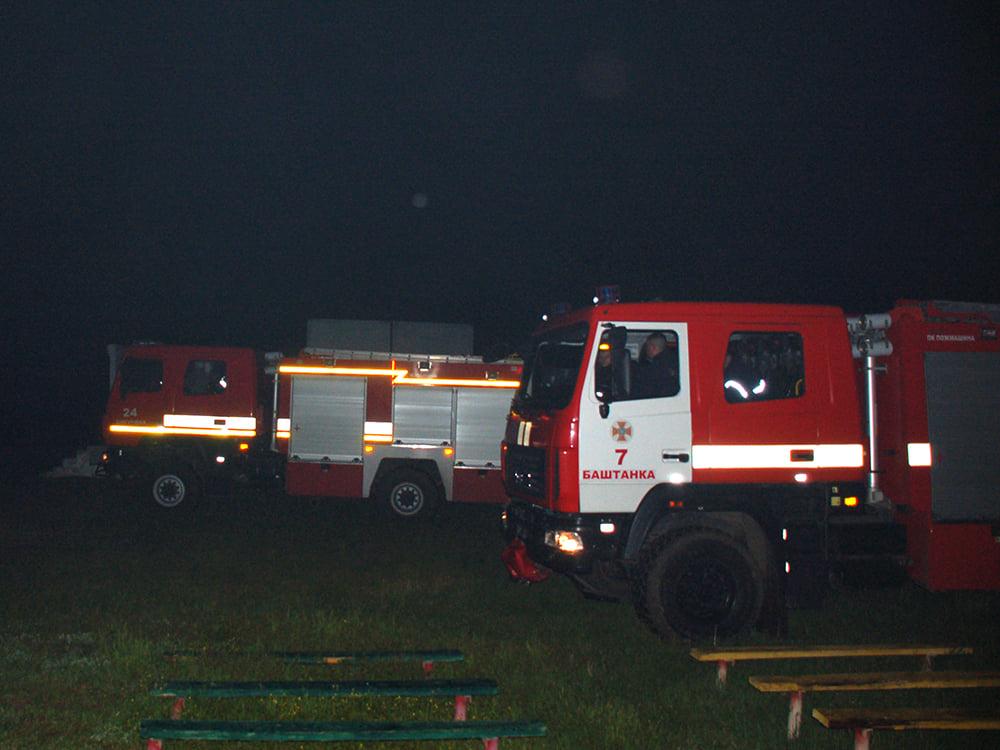 В селе на Николаевщине горел спорткомплекс. И чуть не сгорела школа (ФОТО) 3