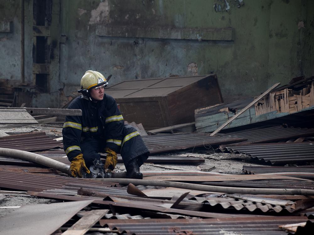 В Николаеве в районе «ЧСЗ» 4 часа тушили неэксплуатируемый цех (ФОТО, ВИДЕО) 5