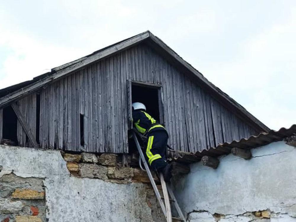 Крыша, хозпостройка и дом: какие пожары в жилье тушили спасатели Николаевщины за сутки (ФОТО) 5