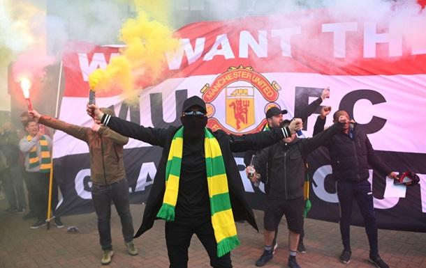 """Фанаты """"Манчестер Юнайтед"""" сорвали матч с Ливерпулем, протестуя против владельца клуба (ФОТО, ВИДЕО)"""