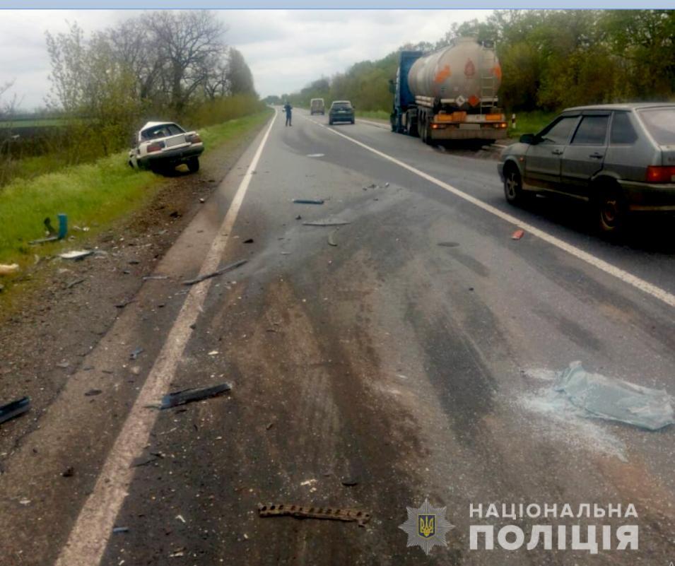 Летальное ДТП с бензовозом на трассе Н-11 «Днепр-Николаев»: погиб водитель легковушки (ФОТО) 1