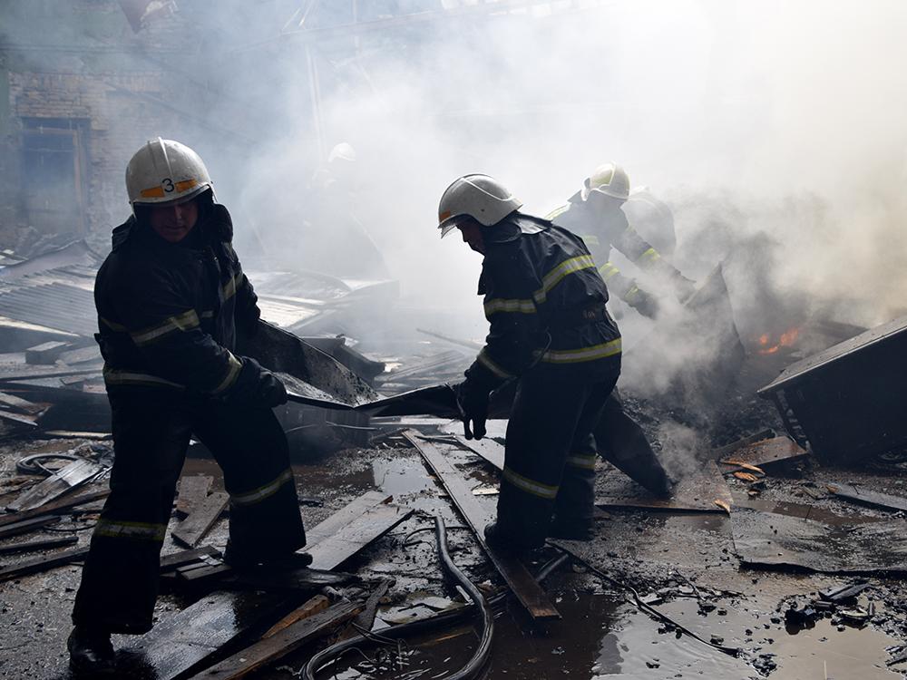 В Николаеве в районе «ЧСЗ» 4 часа тушили неэксплуатируемый цех (ФОТО, ВИДЕО) 7
