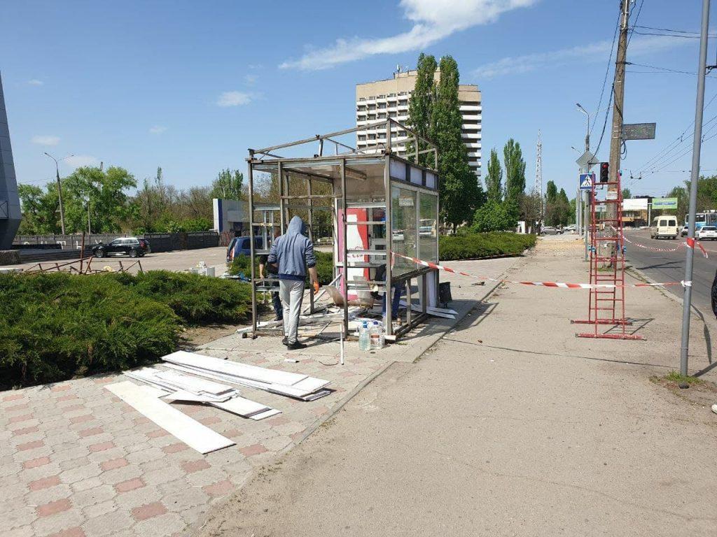 В Николаеве у «Надежды» демонтировали остановочный комплекс (ФОТО) 5