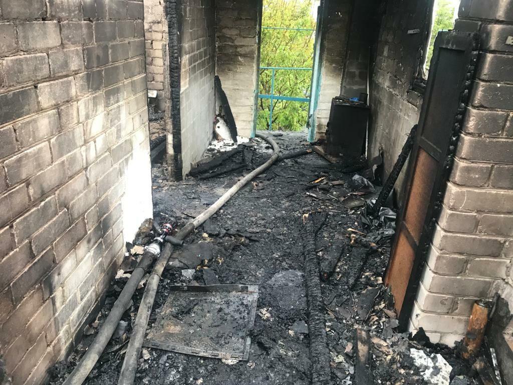 Крыша, хозпостройка и дом: какие пожары в жилье тушили спасатели Николаевщины за сутки (ФОТО) 1