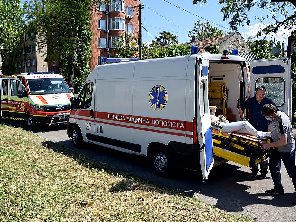 ДТП в центре Николаева: спасатели доставали женщину-водителя из покореженного авто (ФОТО, ВИДЕО) 7