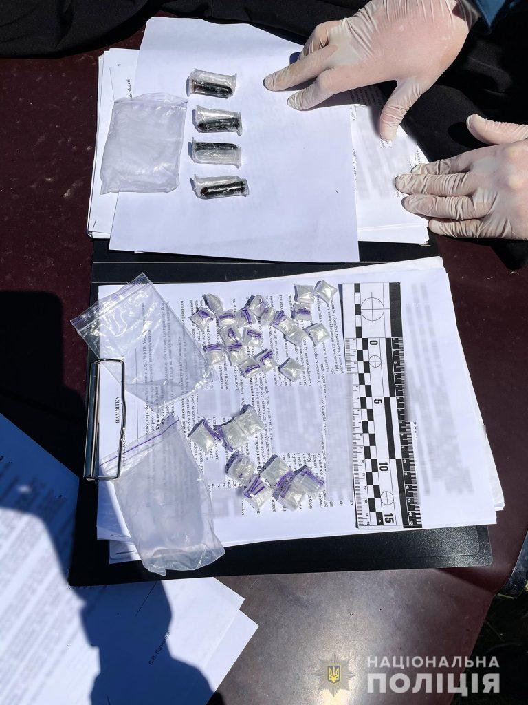 Метадон и опий на 3,5 млн.грн.: николаевские правоохранители задержали группировку наркодилеров (ФОТО, ВИДЕО) 9