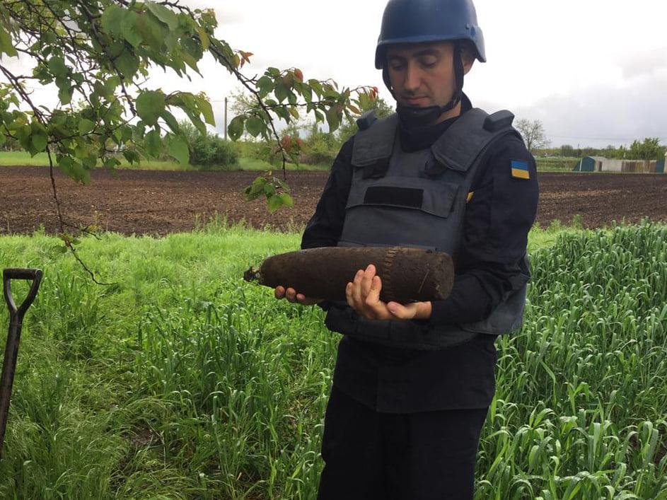 Артснаряды и минометная мина: пиротехники Николаевщины обезвредили взрывоопасные предметы (ФОТО) 7