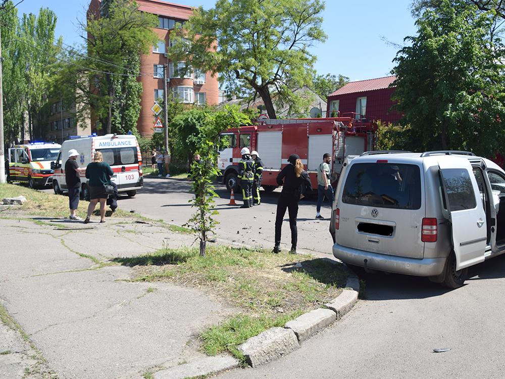 ДТП в центре Николаева: спасатели доставали женщину-водителя из покореженного авто (ФОТО, ВИДЕО) 1