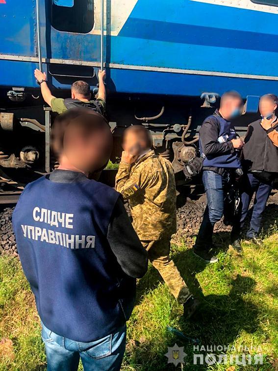 Четверо жителей Николаева и трое работников «Укрзализныци» систематически сливали с поездов дизтопливо - часть воров задержали (ФОТО, ВИДЕО) 9