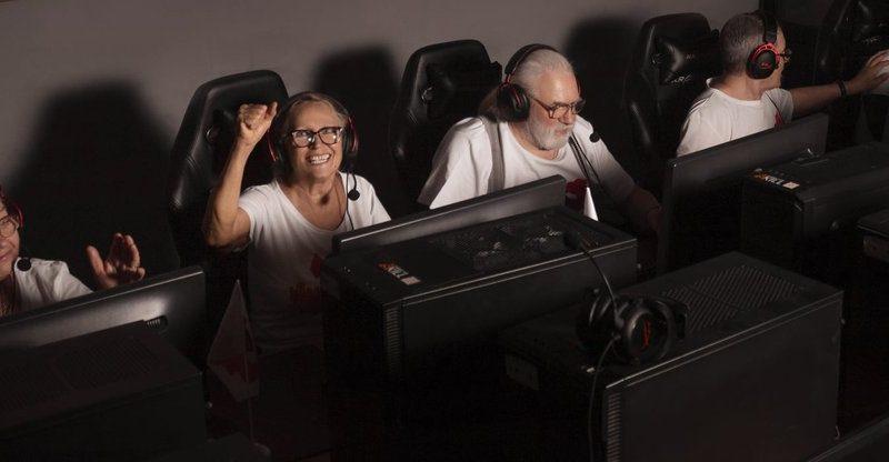 Одесские пенсионеры поставили рекорд по игре в Counter-Strike