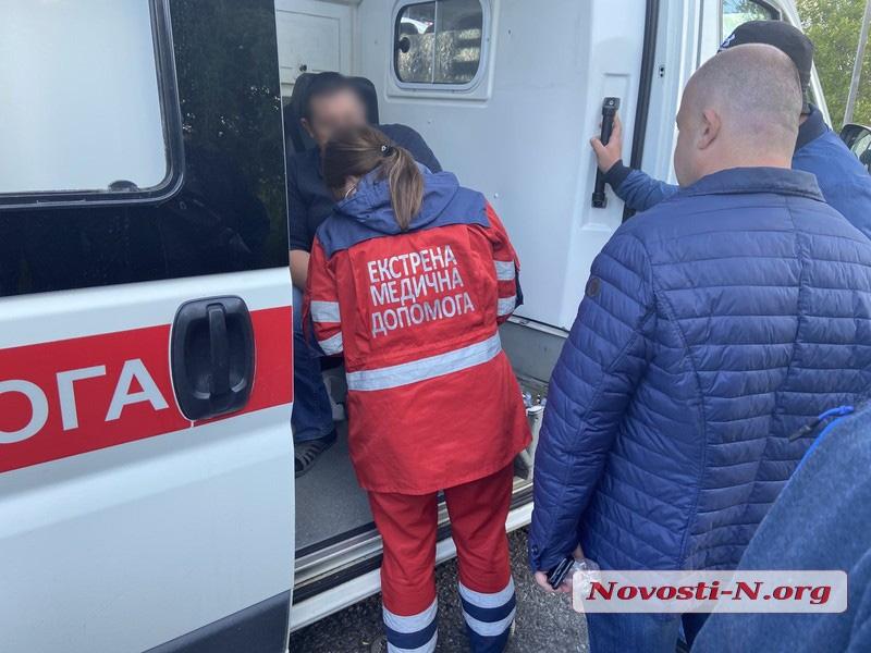 Протестующие перевозчики на трассе Николаев-Благовещенское полностью перекрыли проезд, одного из них сбил Porsche
