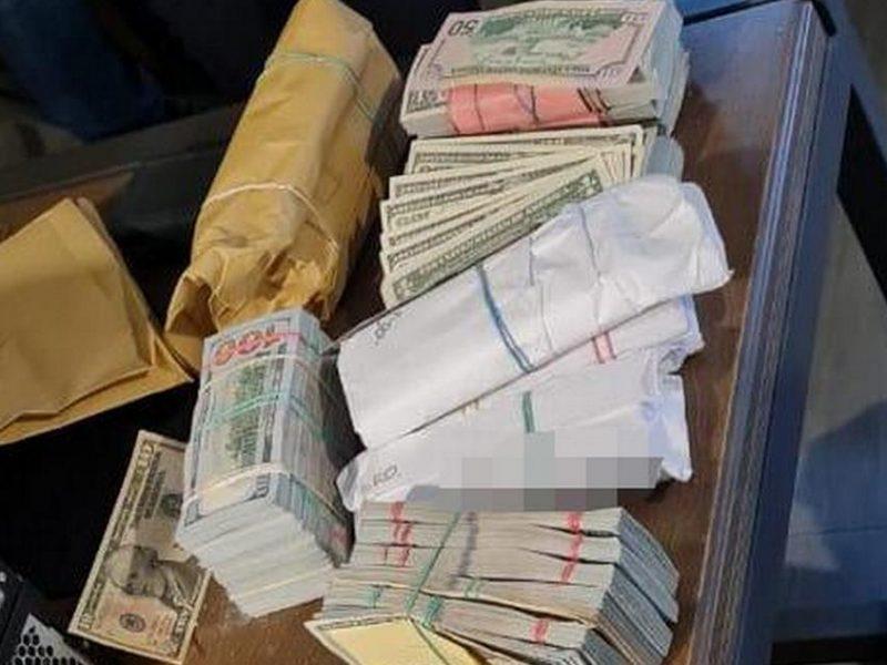 """У задержанных вчера """"воров в законе"""" нашли """"общак"""" – $3,2 млн. (ФОТО)"""