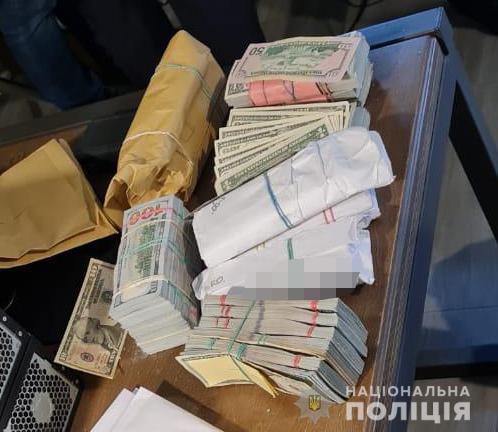 """У задержанных вчера """"воров в законе"""" нашли """"общак"""" - $3,2 млн. (ФОТО) 1"""