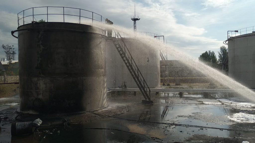 В Николаеве на Индустриальной загорелись емкости с топливом (ФОТО) 1