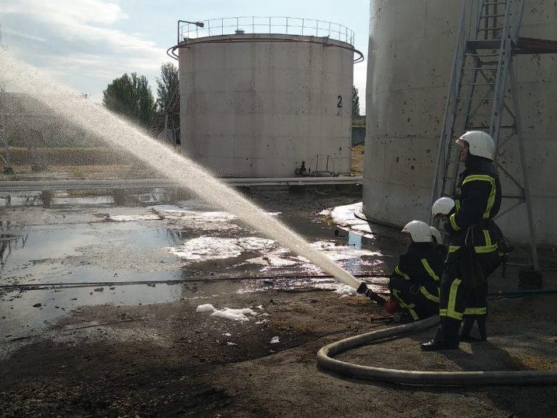 В Николаеве на Индустриальной загорелись емкости с топливом (ФОТО)