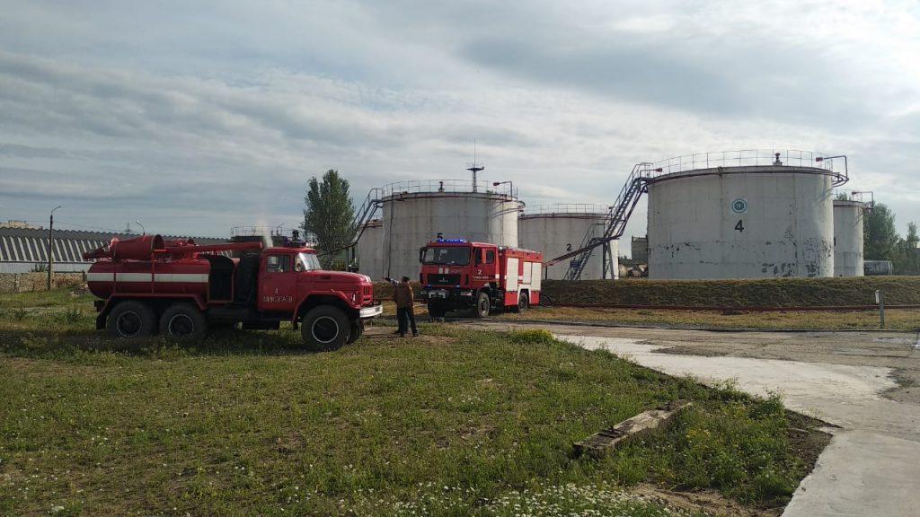 В Николаеве на Индустриальной загорелись емкости с топливом (ФОТО) 3