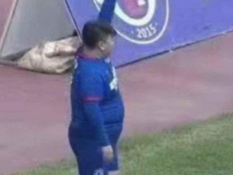 Китайский миллиардер купил футбольный клуб и обязал ставить в состав сына: парень весит 126 кг
