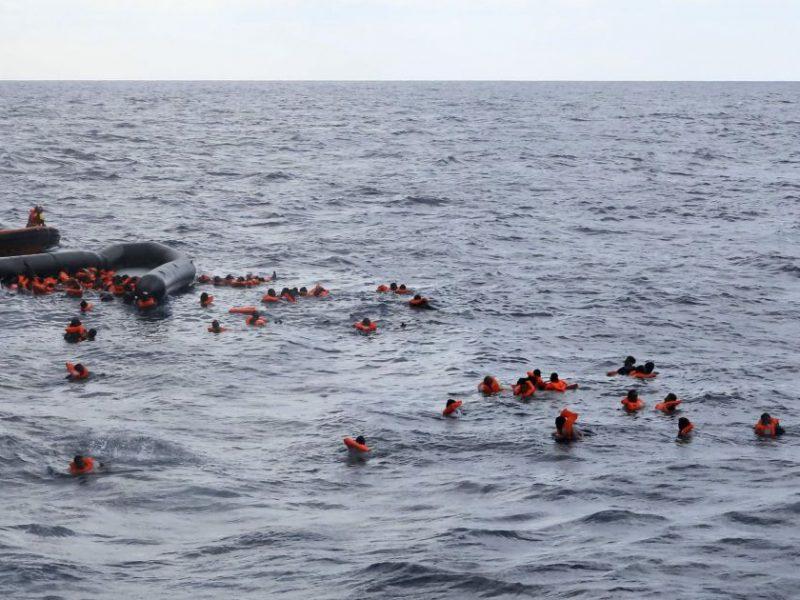 В Бангладеш катер стокнулся с судном с песком – уже 26 погибших