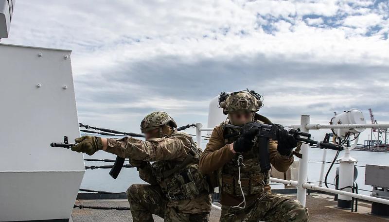 Очаковские спецназовцы провели учения на борту американского фрегата (ФОТО)