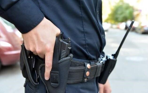 Прибыв по вызову о домашнем насилии, полицейские застрелили мужчину с ножом