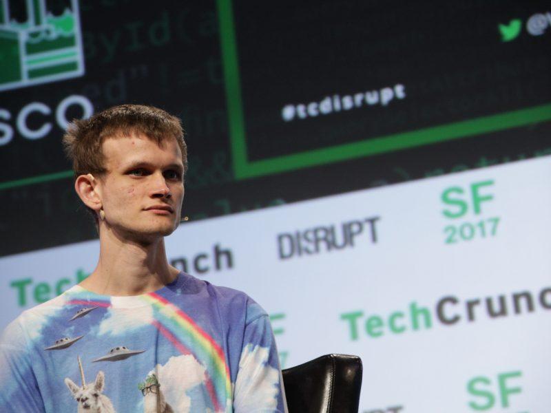 Основатель Ethereum  пожертвовал Индии более миллиарда на борьбу с COVID криптовалютой. Она тут же рухнула на треть