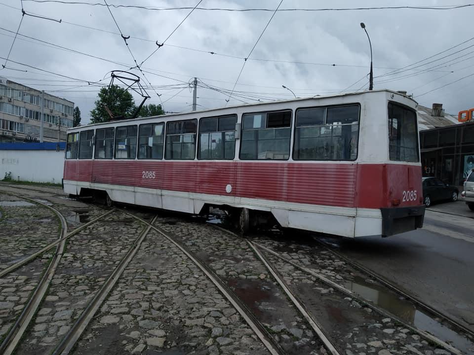 В Николаеве у «Колоса» с рельсов сошел трамвай (ФОТО) 1