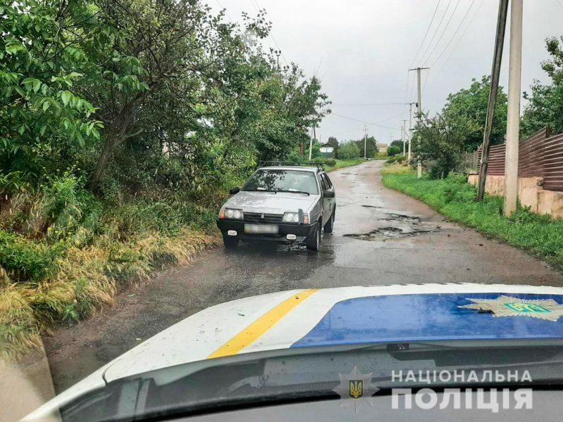 На Николаевщине пьяные близнецы спровоцировали ДТП и отобрали машину у жителя Южноукраинска (ФОТО)